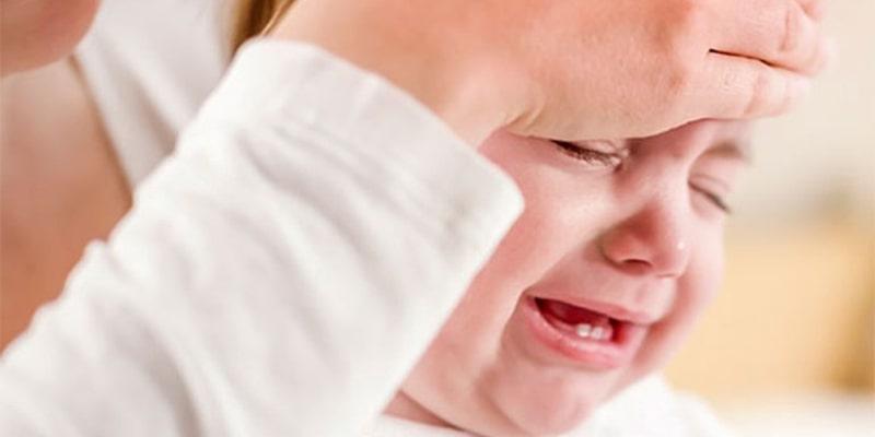 تب کردن یکی از علائم دندان در آوردن